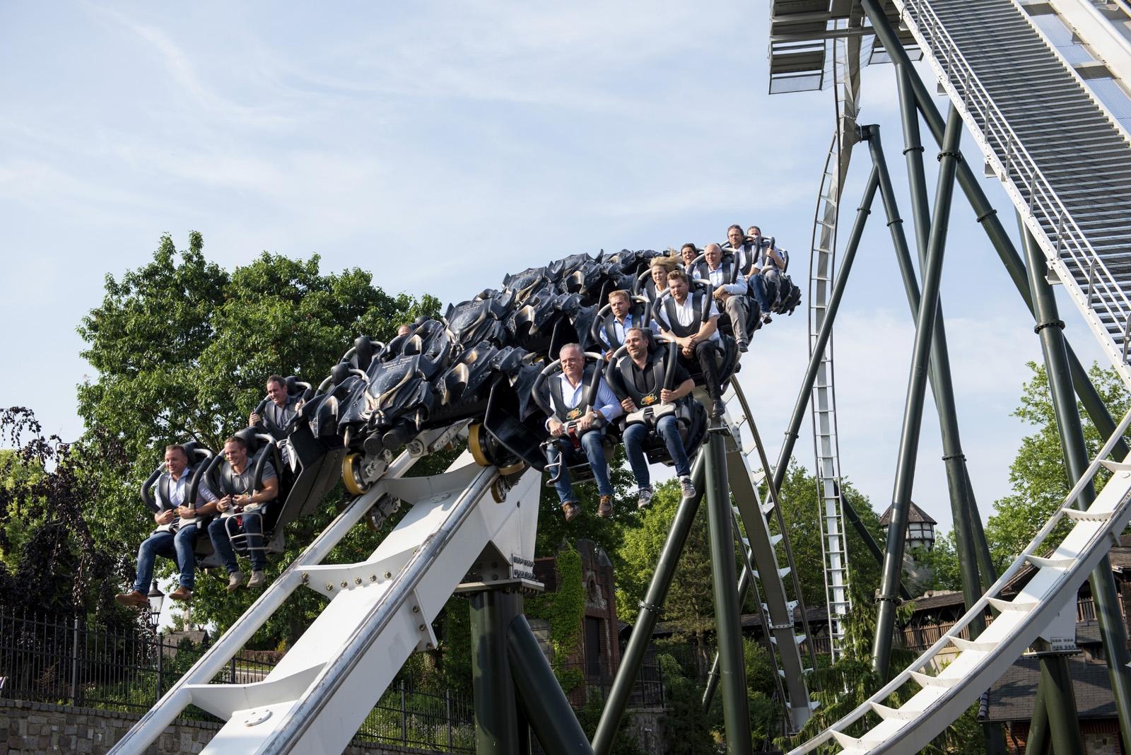 """Fahrt im Wing Coaster """"Flug der Dämonen"""""""